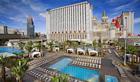 Excaliburs hotell och pool i Las Vegas