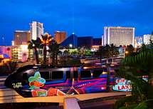 Monorail och flera casino på the strip i Las Vegas